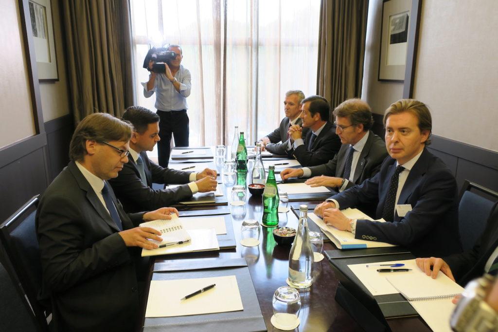 Imagen de la reunión de Núñez Feijoó con el ministro de Planeamento portugués, Pedro Marques.