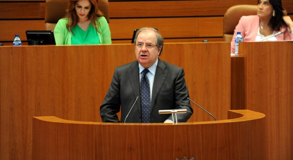 El presidente de la Junta, Juan Vicente Herrera, durante su intervención en el Debate de Política General de la Comunidad.