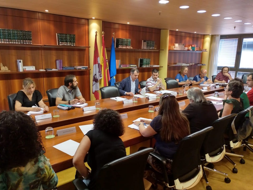 El secretario general de la Consejería de la Presidencia, José Manuel Herrero, presidió la reunión del Grupo de Trabajo de Inmigración.