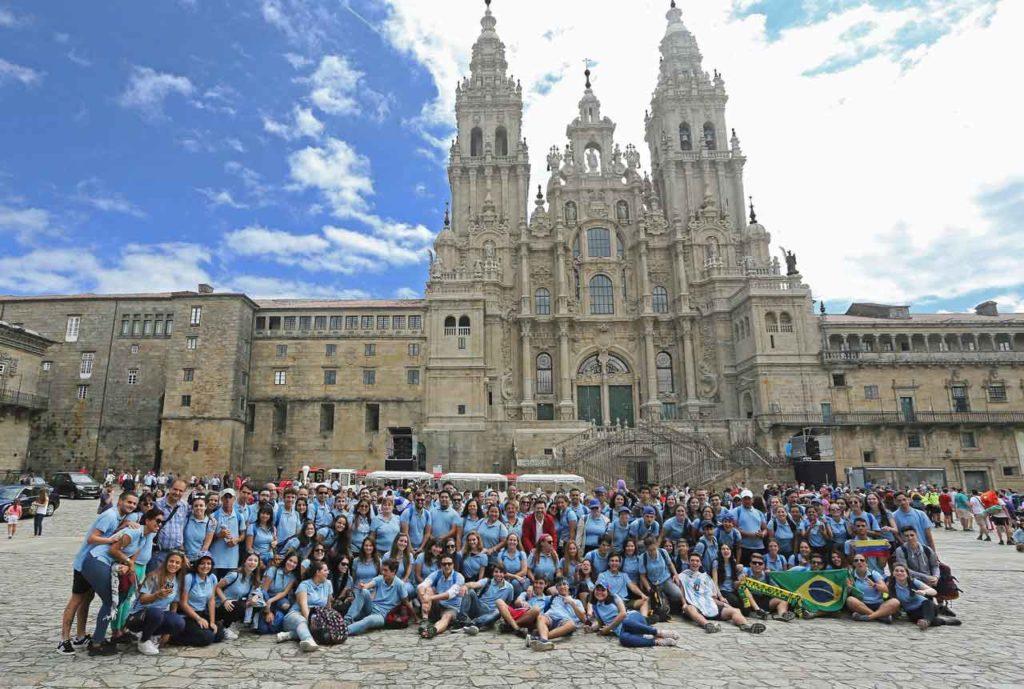 Los participante en la Plaza del Obradoiro.