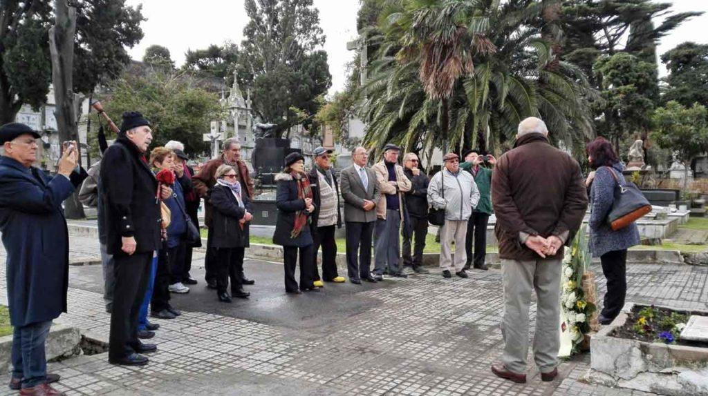 Parte del publico asistente al homenaje a los emigrantes fallecidos en el mes de Galicia.