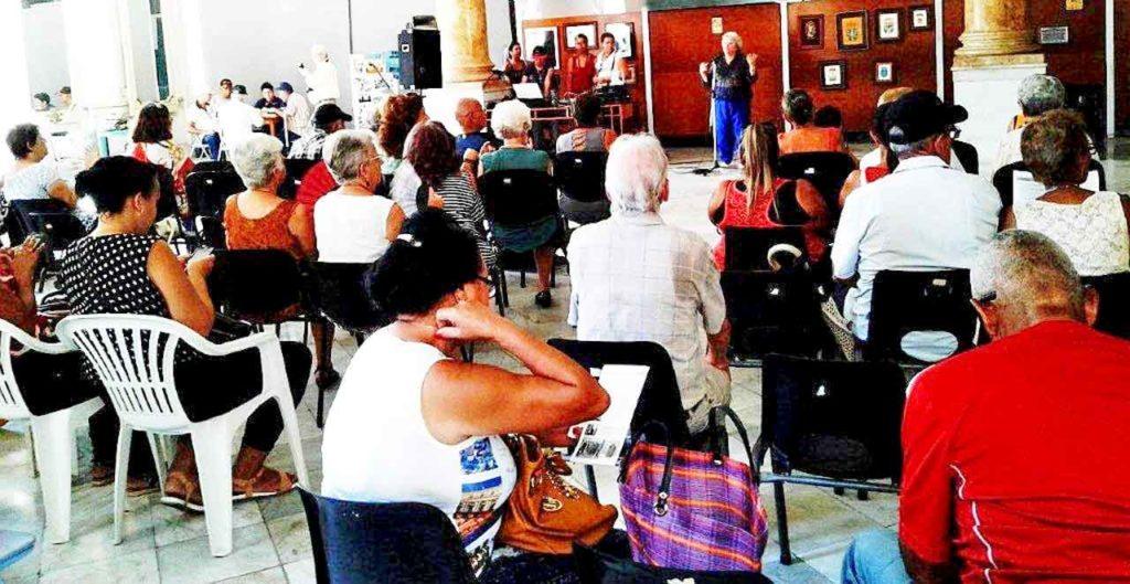 La presidenta Gódula Rodríguez dio la bienvenida a los participantes en la celebración.