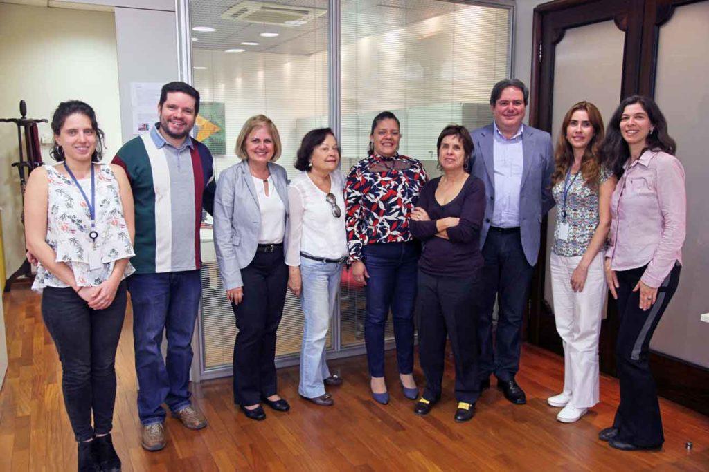 Miembros del Centro Español de Santos y de la FEHB-SP con responsables de la Fundación FHC en un momento de la visita.
