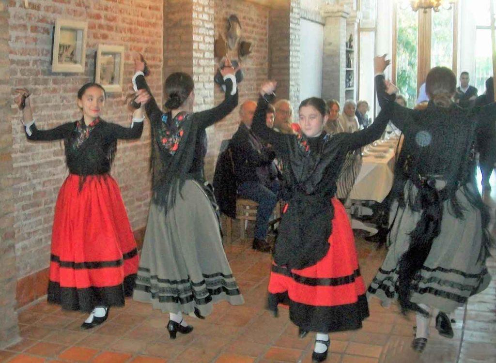 El conjunto 'Espiga y Olivo' interpretó jotas castellanas y seguidillas manchegas.
