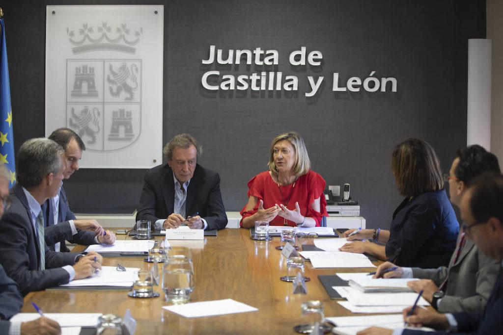 De Santiago-Juárez y Del Olmo presidieron la reunión con los delegados de la Junta.