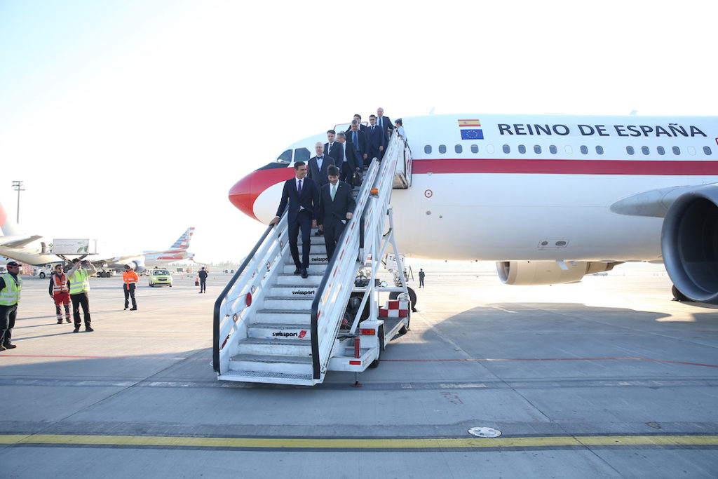 Llegada del presidente del Gobierno, Pedro Sánchez, al aeropuerto de Santiago de Chile para dar comienzo a la primera jornada de su visita a cuatro países de Latinoamérica.