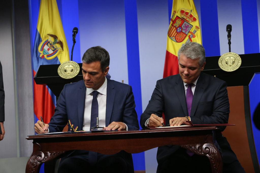 El presidente del Gobierno España, Pedro Sánchez, y el presidente de Colombia, Iván Duque, firman una Declaración conjunta con motivo del viaje oficial del jefe del Ejecutivo español a Colombia.