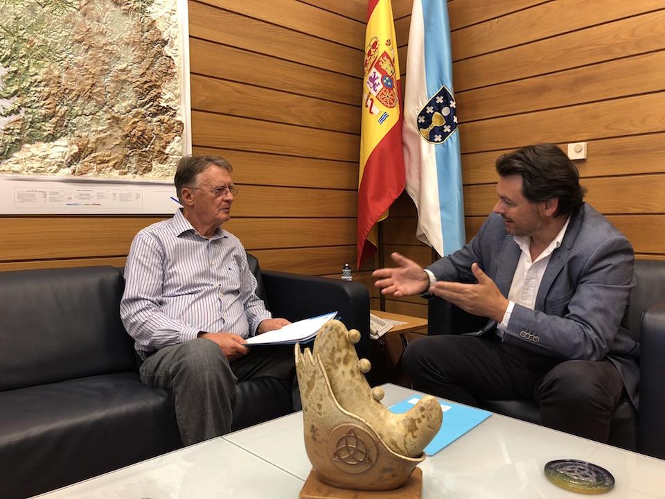 El secretario xeral da Emigración, Antonio Rodríguez Miranda, recibió en su despacho al presidente de la Asociación Río Tea, José Regueira.