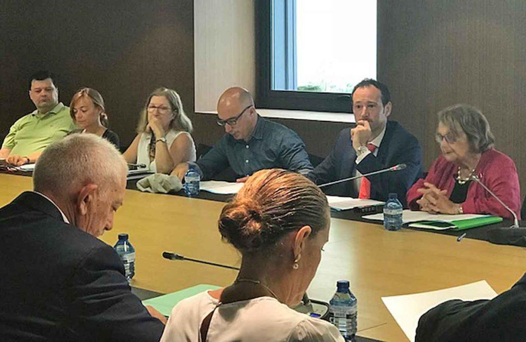 Por la derecha, Paz Fernández Felgueroso y Guillermo Martínez en un momento de la reunión.