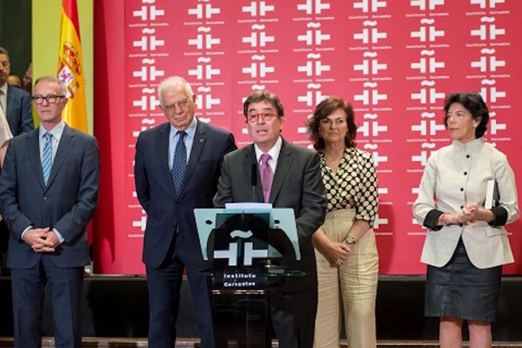 Luis García Montero (c.) estuvo acompañado por los ministros de Cultura, Exteriores, la vicepresidenta y la ministra de Educación.