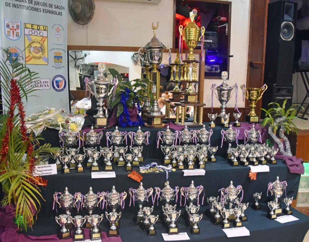 Trofeos de la olimpiada de juegos de salón del año pasado.