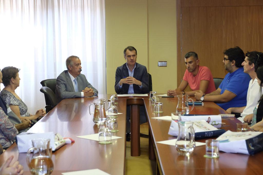El secretario general de la Consejería de la Presidencia, José Manuel Herrero, recibió a los castellanos y leoneses residentes en el exterior y participantes en los programas Añoranza y Raíces de la Junta.