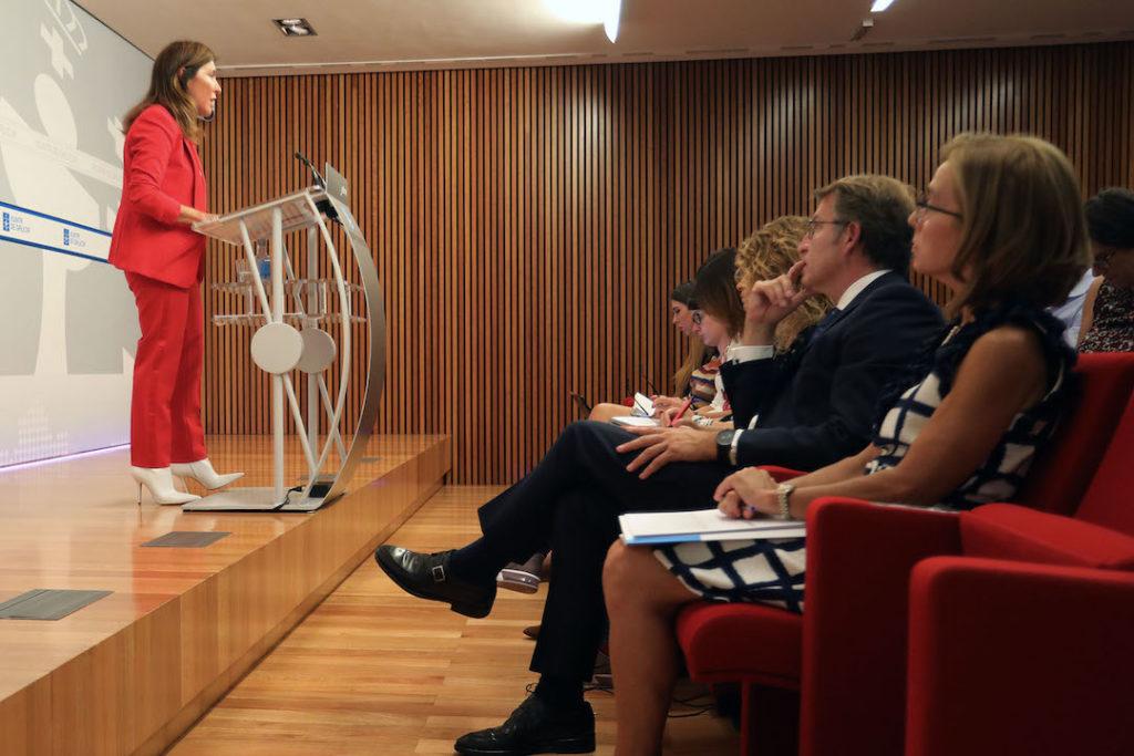 La conselleira de Medio Ambiente e Ordenación do Territorio, Beatriz Mato, compareció en la rueda de prensa tras el Consello con el presidente Feijóo.