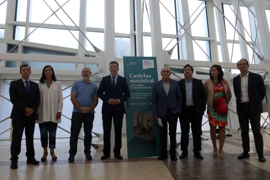 Autoridades asistentes a la presentación de la exposición Castelao Maxistral en la Cidade da Cultura de Galicia.