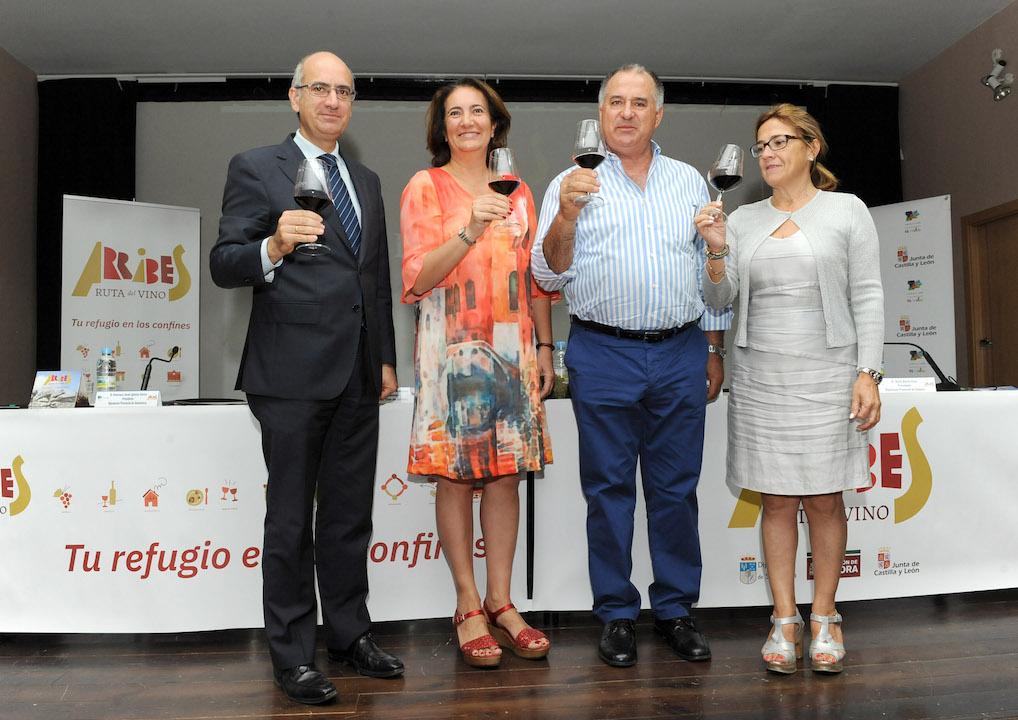 María José García Cirac con los presidentes de las diputaciones y el alcalde de Villarino.