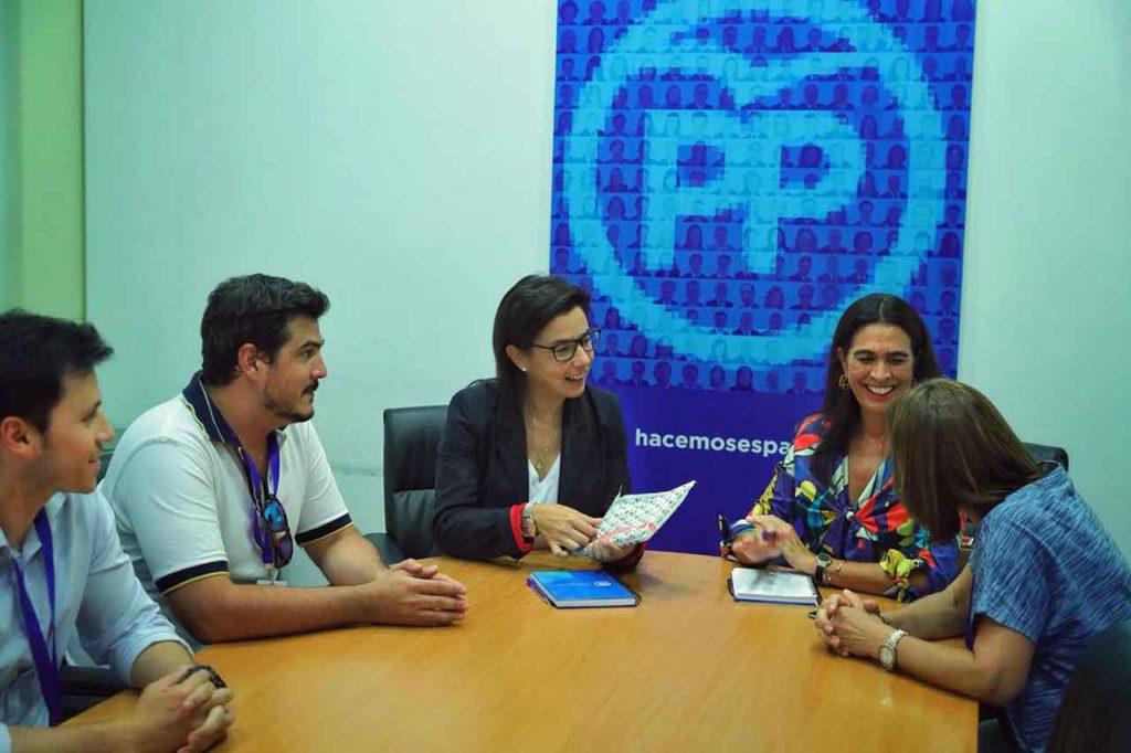 Danthe Menes, Juan Manuel de Hoz, Ana Vázquez, María del Carmen Hernández Bento y María del Carmen Rodríguez.