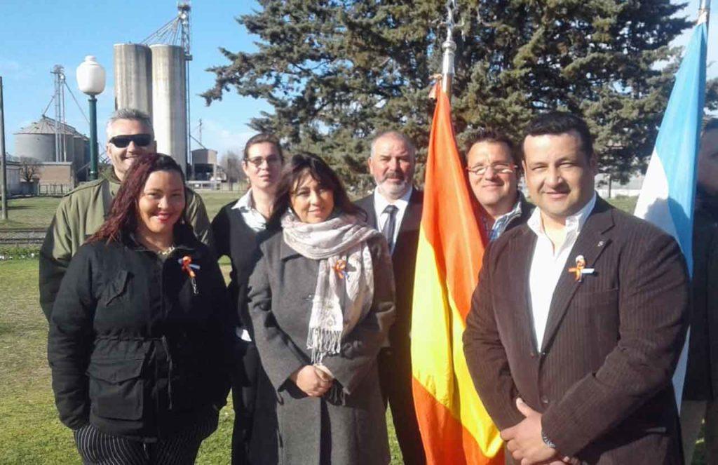 Representantes de la colonia española en el acto por el Día del Inmigrante.