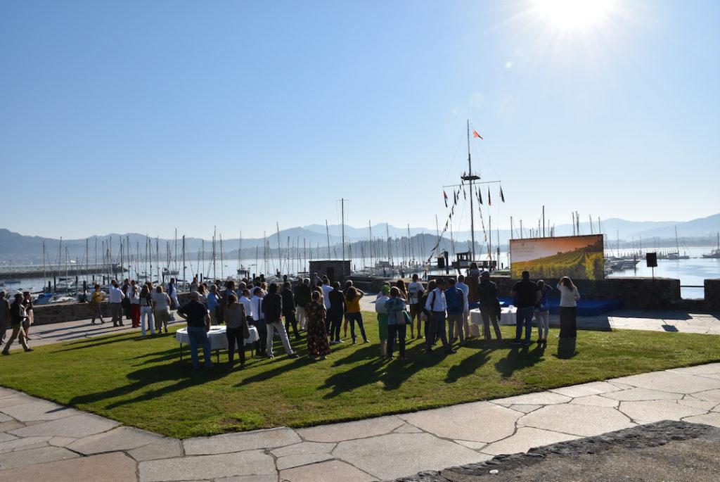 Acto de bienvenida a los asistentes a la jornada en el Monte Real Club de Yates de Baiona.