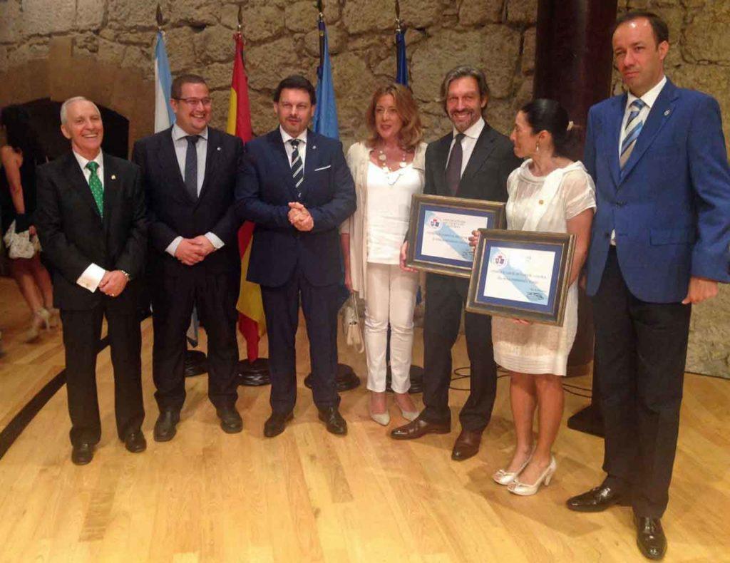Rodríguez Miranda con los galardonados.