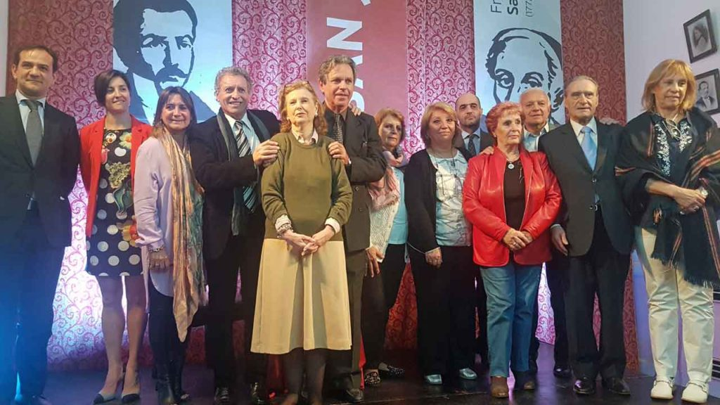 Numerosas autoridades de la colectividad española y del ámbito cultural asistieron al acto.