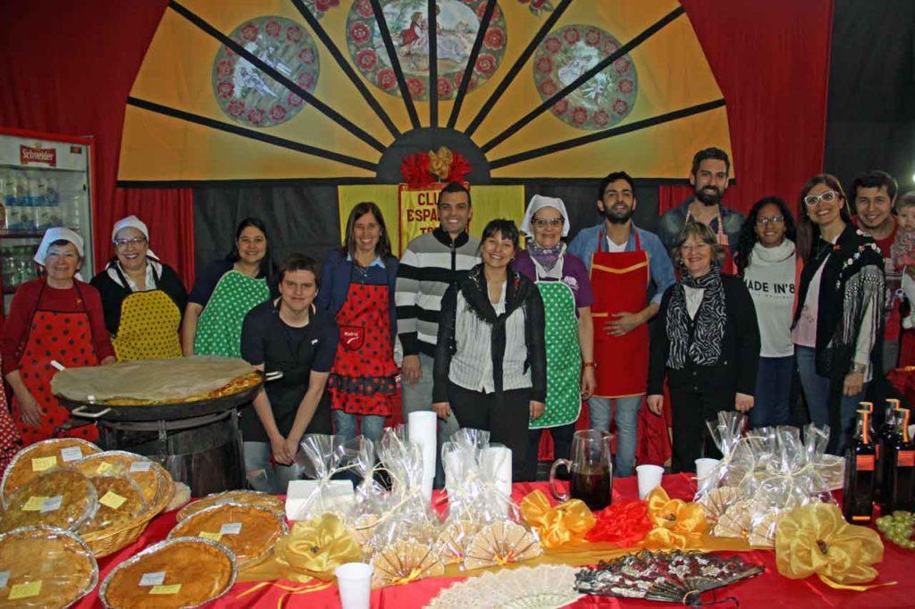 El stand del Club Español de Tres Arroyos en la fiesta de las colectividades.