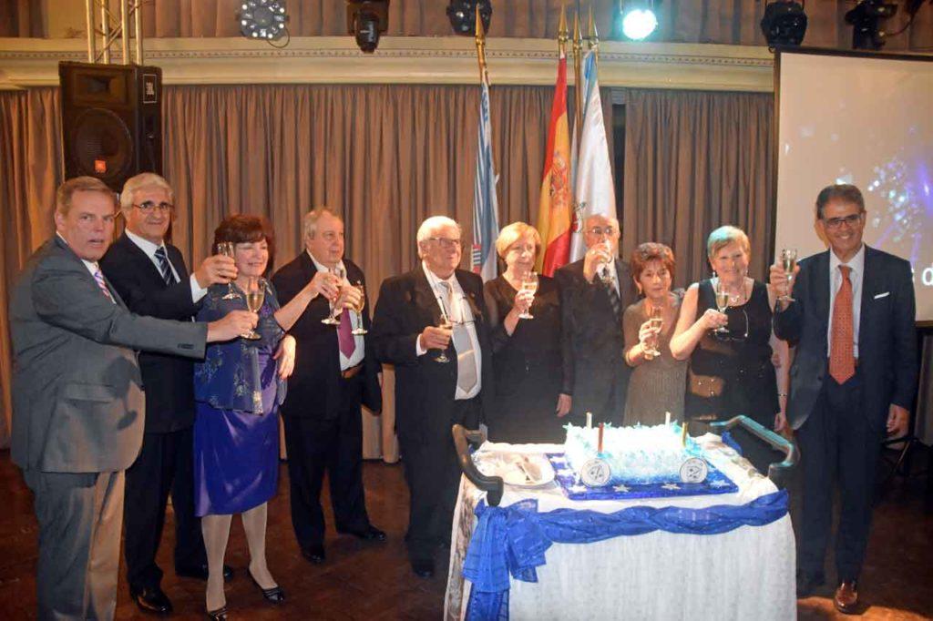 Directivos y autoridades brindan por el centenario de Hijos de Morgadanes.