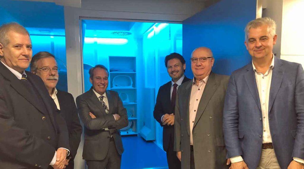 Antonio Rodríguez Miranda con los responsables de Casa de Galicia de Montevideo.