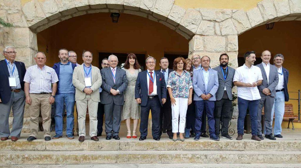 La consejera María Victoria Broto con algunos de los participantes en el Congreso.