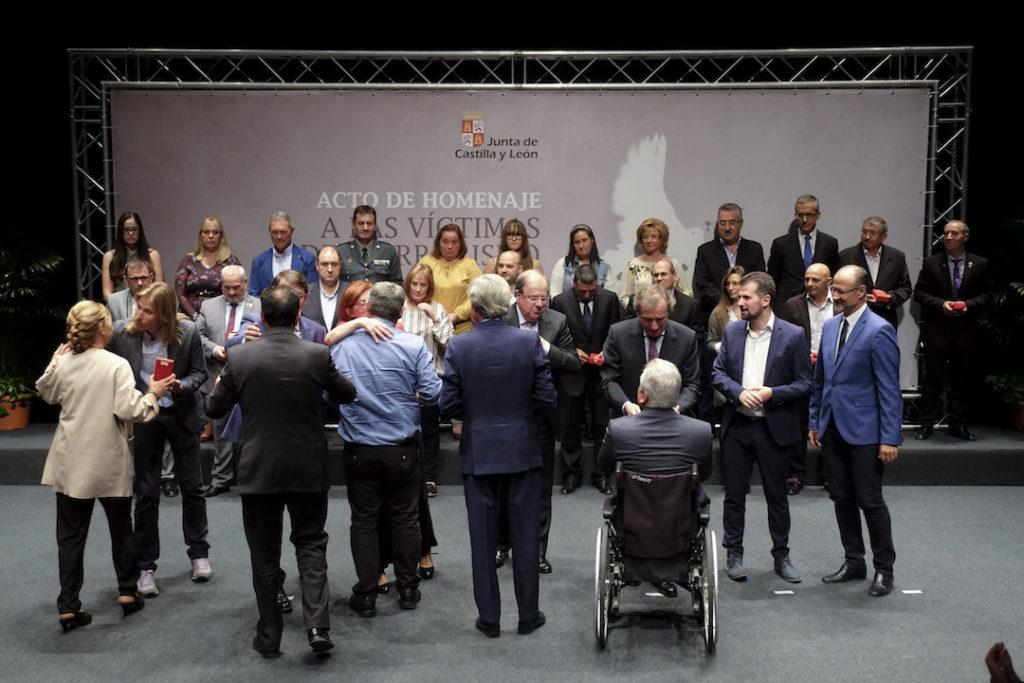 Juan Vicente Herrera entregó las medallas a las víctimas del terrorismo de la Comunidad.