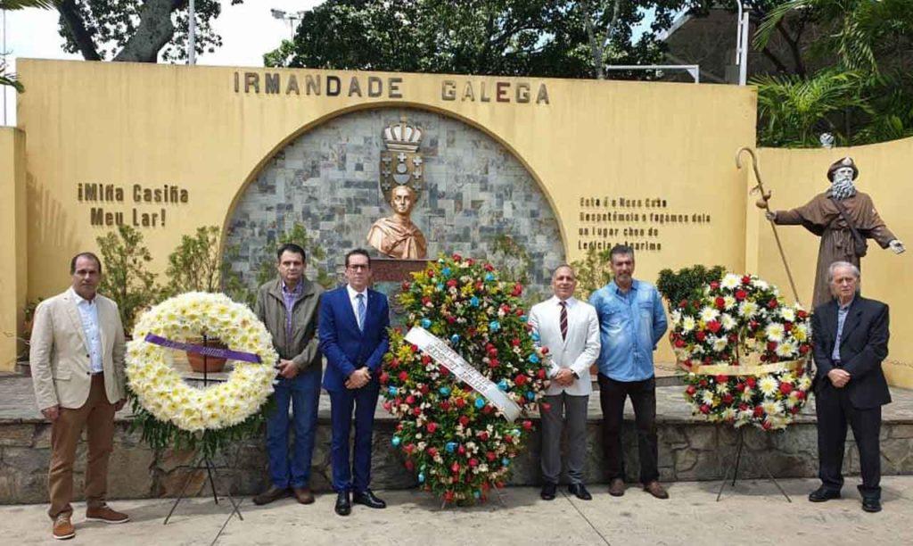 Representantes de las agrupaciones y de la directiva realizaron las ofrendas florales.
