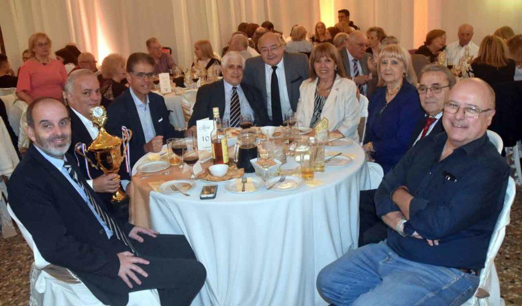 Directivos que acudieron a l acto. Carlos Barcia, segundo por la derecha.