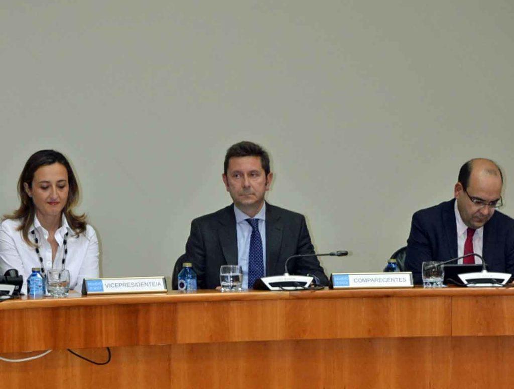 El secretario xeral da Presidencia de la Xunta de Galicia, Manuel Galdo Pérez (centro), explicó en el Parlamento gallego los presupuestos de la Secretaría Xeral da Emigración el pasado 25 de octubre.