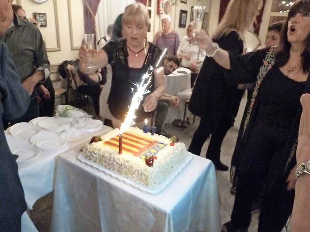 Los socios cantaron con alegría el feliz cumpleaños de la institución.