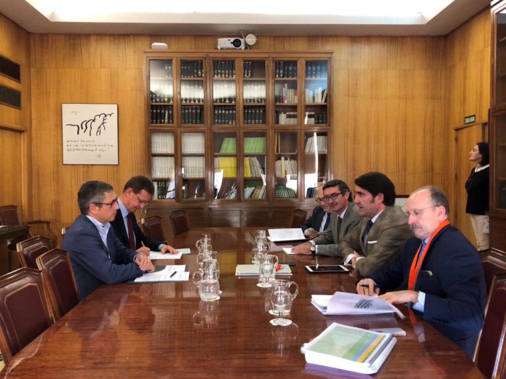 Un momento de la reunión entre las delegaciones de la Junta y el Ministerio para la Transición Ecológica.