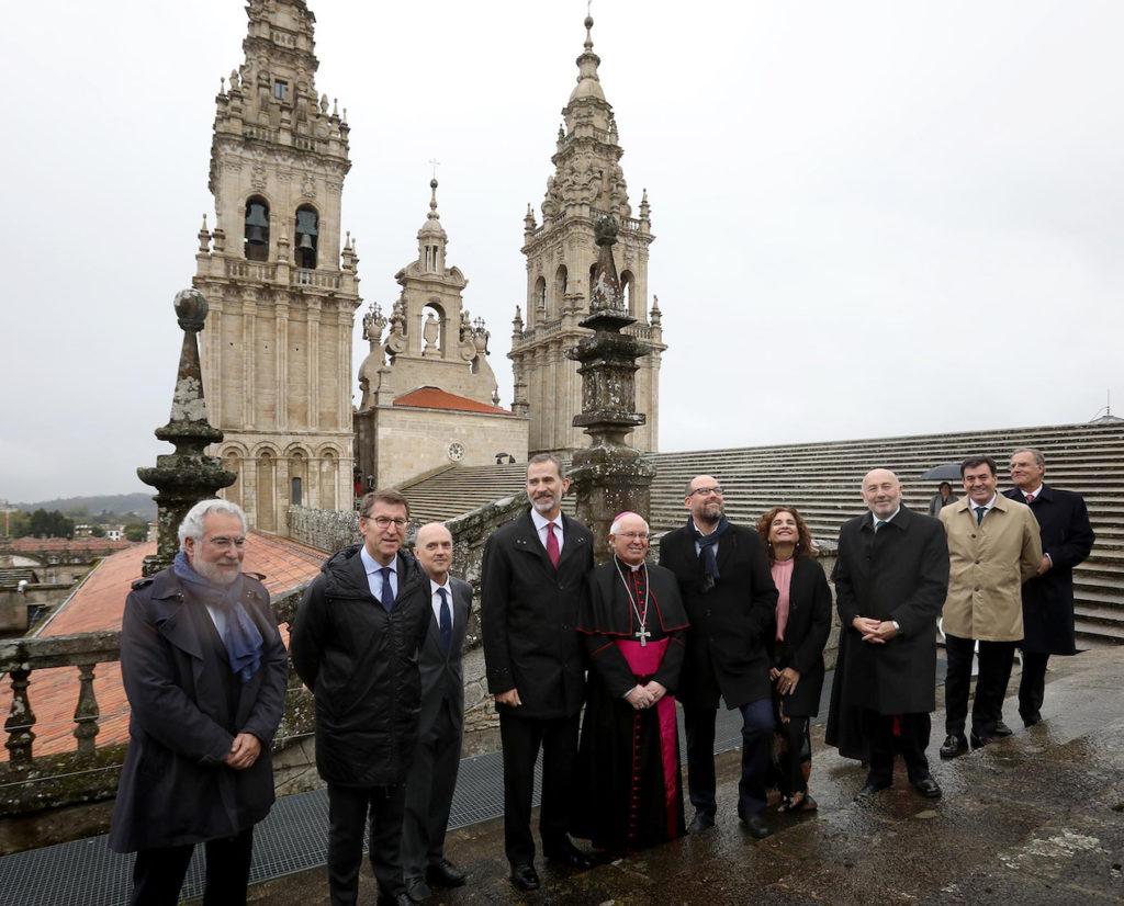 Feijóo, el Rey y el resto de autoridades visitaron las cubiertas de la catedral.
