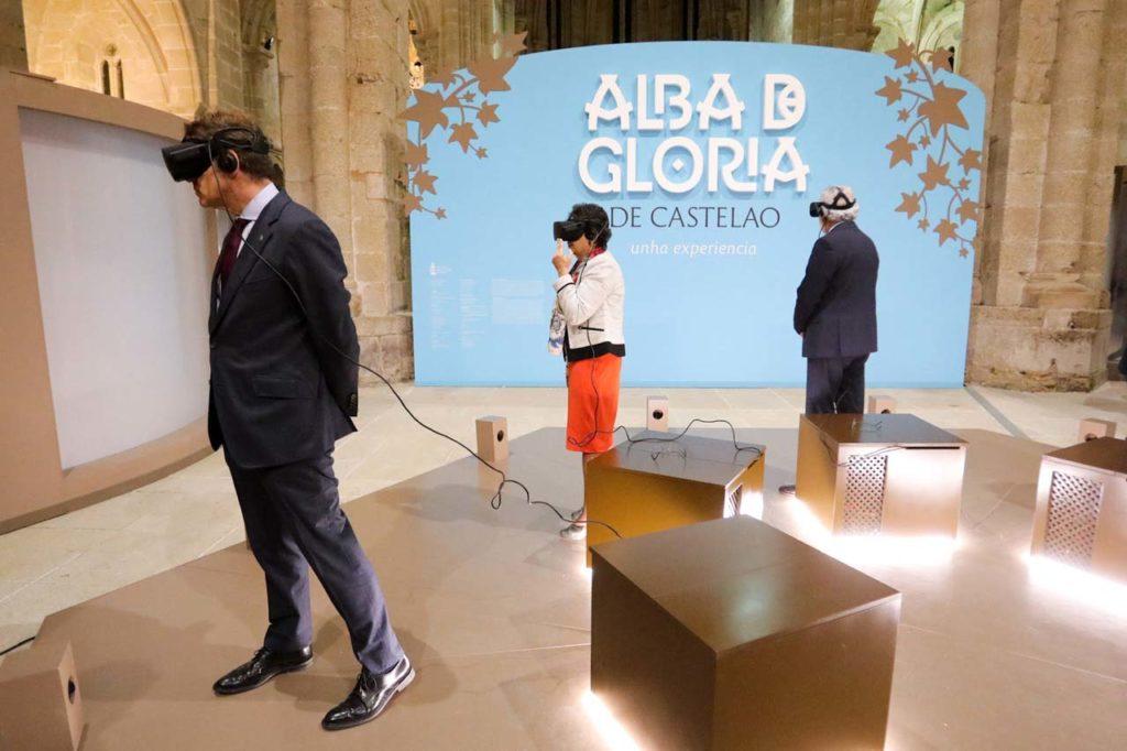 Alberto Núñez Feijóo y los presidentes del Consello da Cultura, Rosario Álvarez, y del Parlamento de Galicia, Miguel Ángel Santalices, comprueban el resultado de la aplicación de la tecnología para recrear el discurso de Castelao.