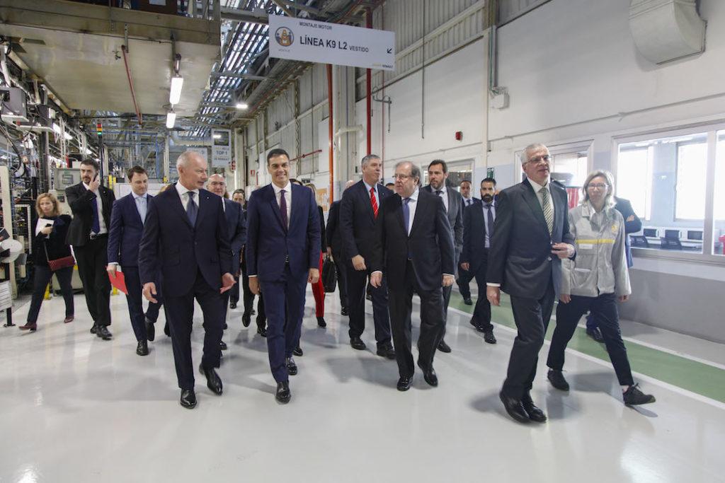 El presidente de la Junta, Juan Vicente Herrera, visitó las nuevas instalaciones de Renault junto al presidente del Gobierno, Pedro Sánchez.