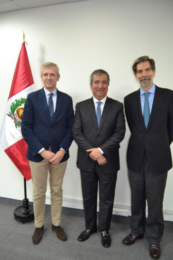 El vicepresidente de la Xunta, Alfonso Rueda, se reunió con el el ministro de la Producción de Perú, Raúl Pérez-Reyes, y con el embajador de España, Ernesto de Zulueta.