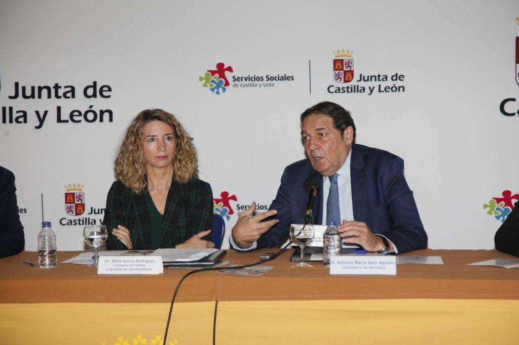 La iniciativa fue presentada por la consejera de Familia e Igualdad de Oportunidades, Alicia García, y el consejero de Sanidad, Antonio Mª Sáez.