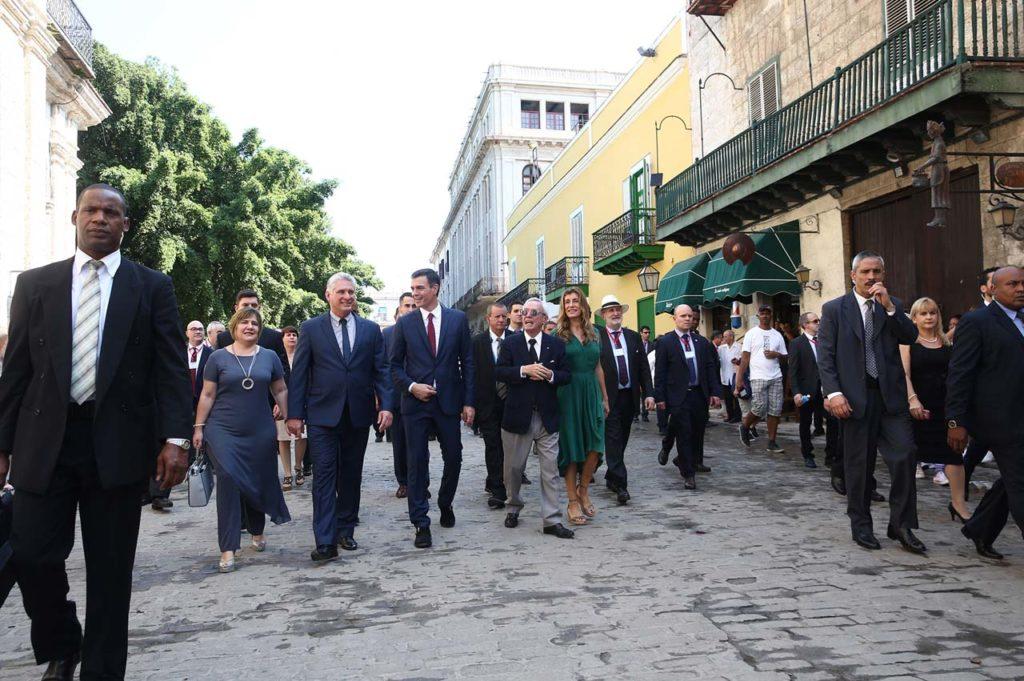 El presidente del Gobierno, Pedro Sánchez, durante un paseo que realizó por La Habana Vieja.