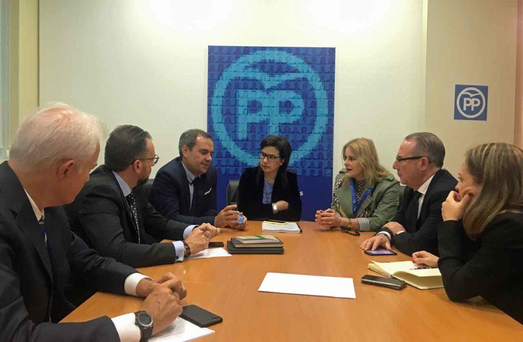 Reunión con los miembros de la Comisión Sectorial de Emigración del PP.