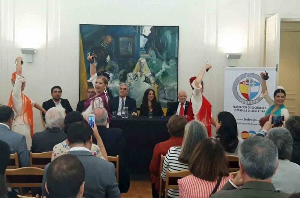 Javier Sandomingo, en el centro , durante la presentación del evento Buenos Aires celebra España.
