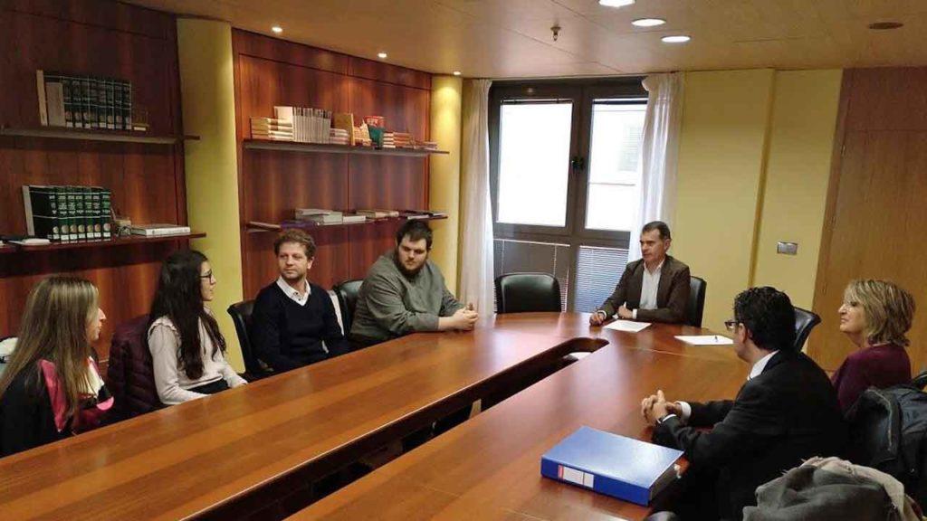 Encuentro con los jóvenes castellanos y leoneses que han recibido beca este curso.