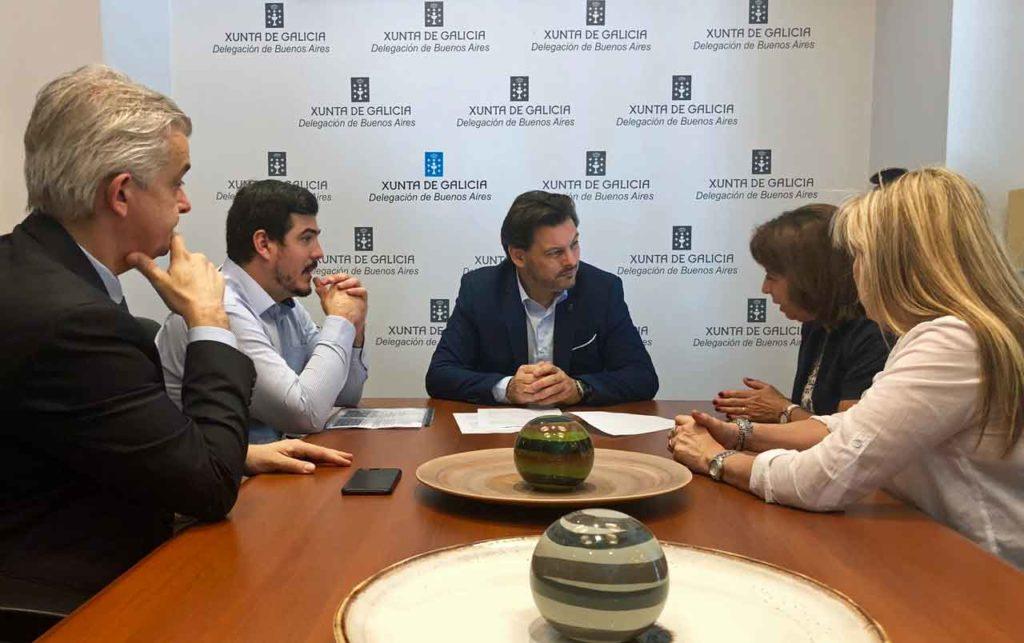 Rodríguez Miranda, centro, con los representantes de CeDEU.