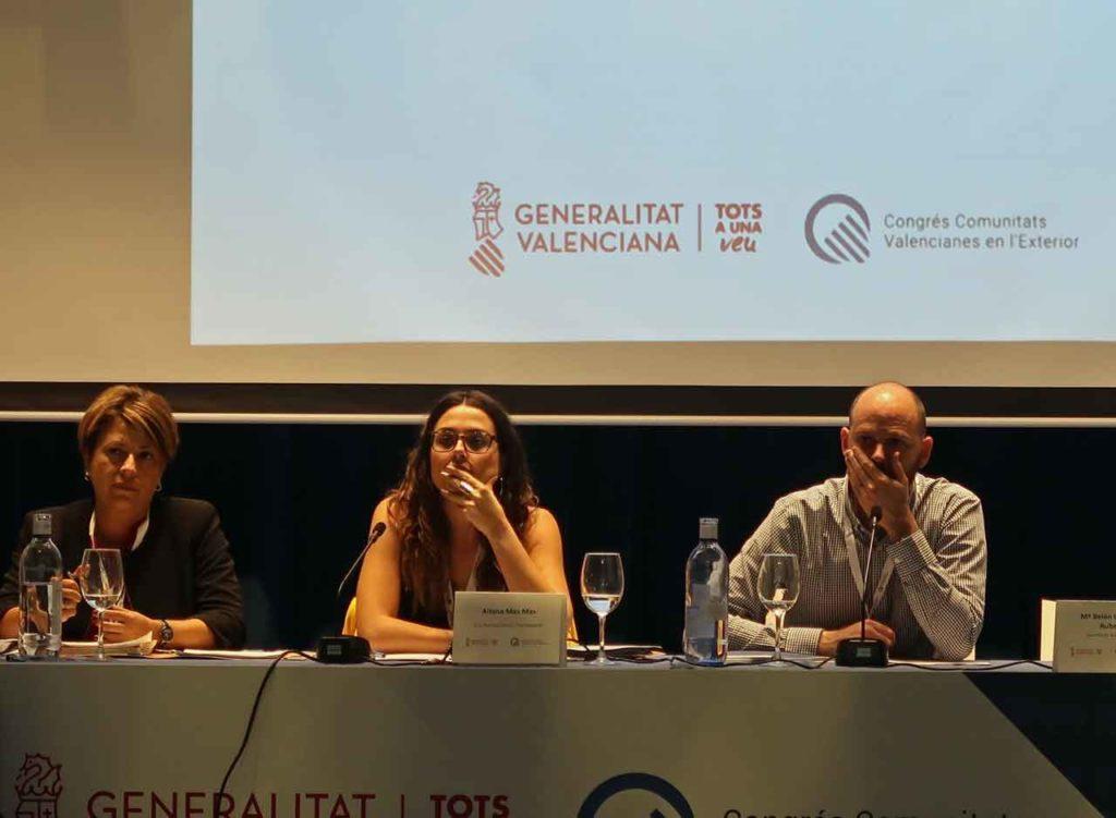 En el centro la directora general de Transparència i Participació, Aitana Mas, en una de las sesiones de trabajo del Congreso.
