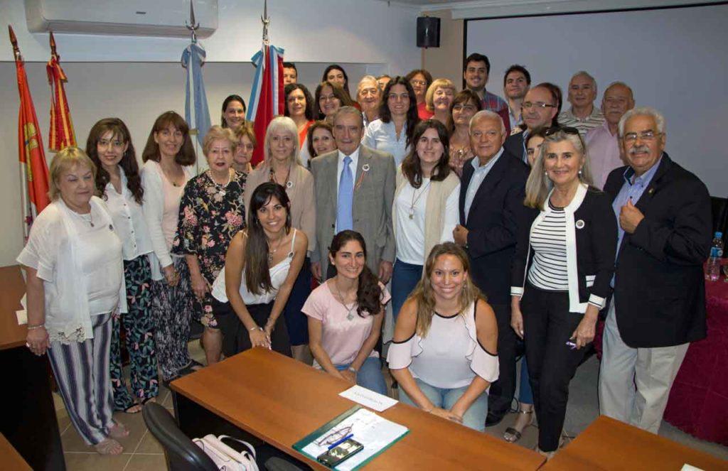 Foto de familia de los participantes en el encuentro.