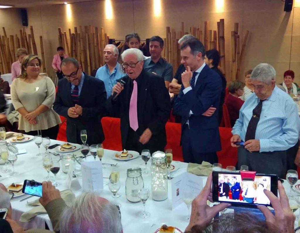 José Manuel Herrero, segundo por la derecha, en la celebración del 50 aniversario de la Casa de Soria en Barcelona.