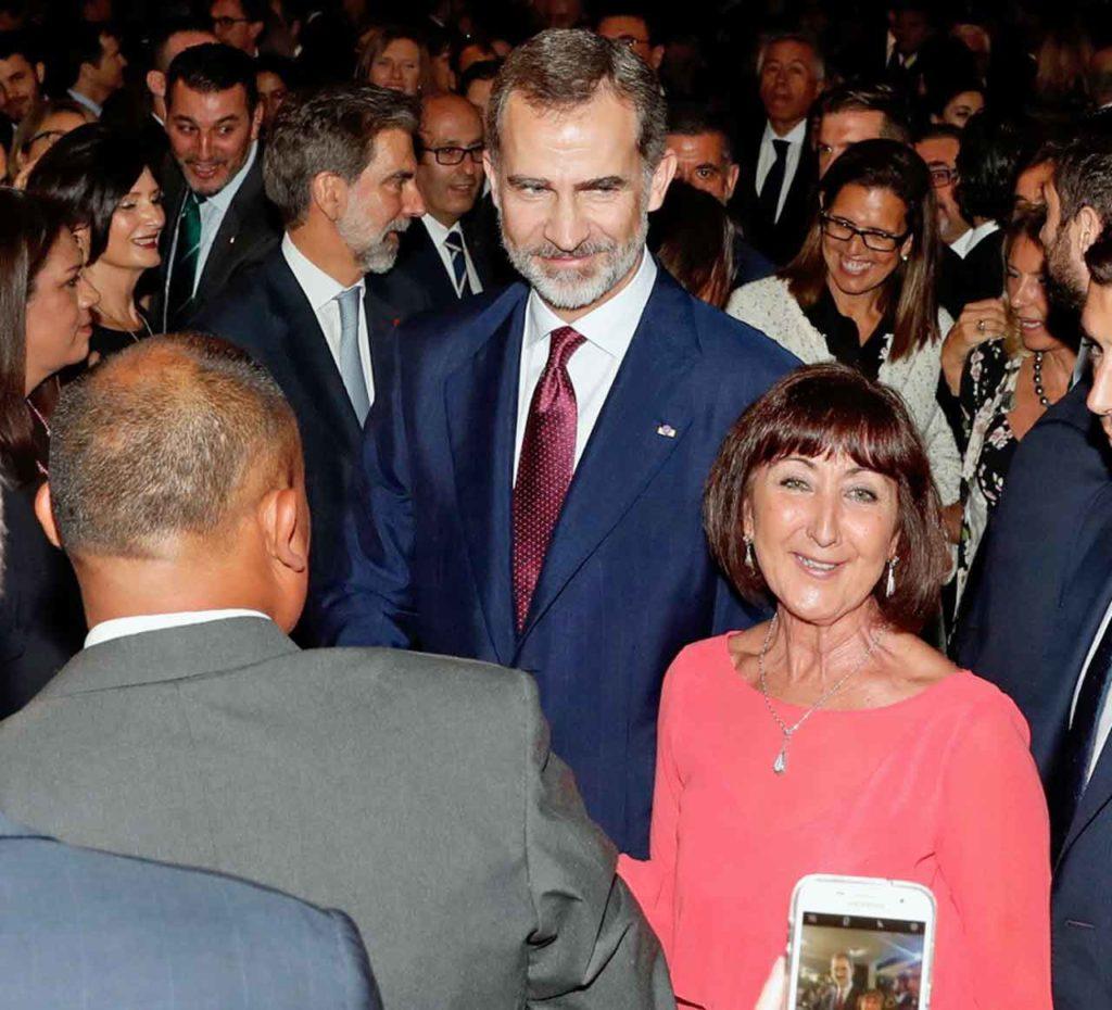 Felipe VI durante el encuentro con españoles en Lima.