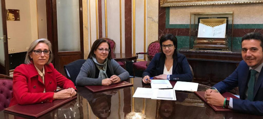 Reunión de la secretaria de Emigración del Partido Popular, Ana Vázquez Blanco (3ª por la izquierda), con Victor Piriz, Pilar Cortés y María Jesús Moro.