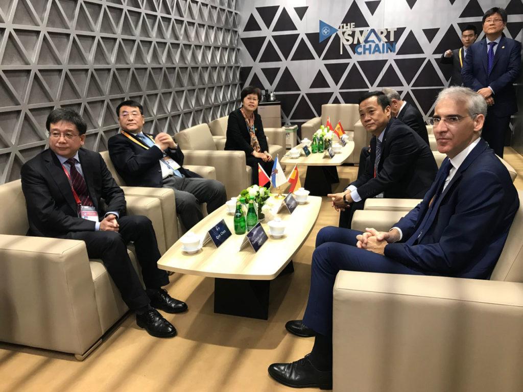 El encuentro del conselleiro de Economía, Emprego e Industria, Francisco Conde, con el vicealcalde de Shanghai, Chen Yi, permitió afianzar los lazos entre Galicia y China, tanto en el ámbito económico y comercial como en el cultural.